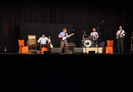 """So ein """"Affentheater"""" – ein Besuch bei Herbert Knebels Rock-Band"""